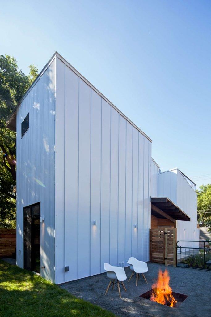 Haskell Health House is a modern abode in East Austin, a few blocks from Lady Bird Lake, designed by Jen Weaver of Weaver Building. Landscape by Studio Balcones.